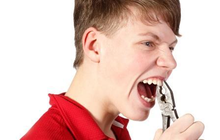 Orofacial # 64 – Quando a pessoa não aguenta mais os seus próprios dentes…